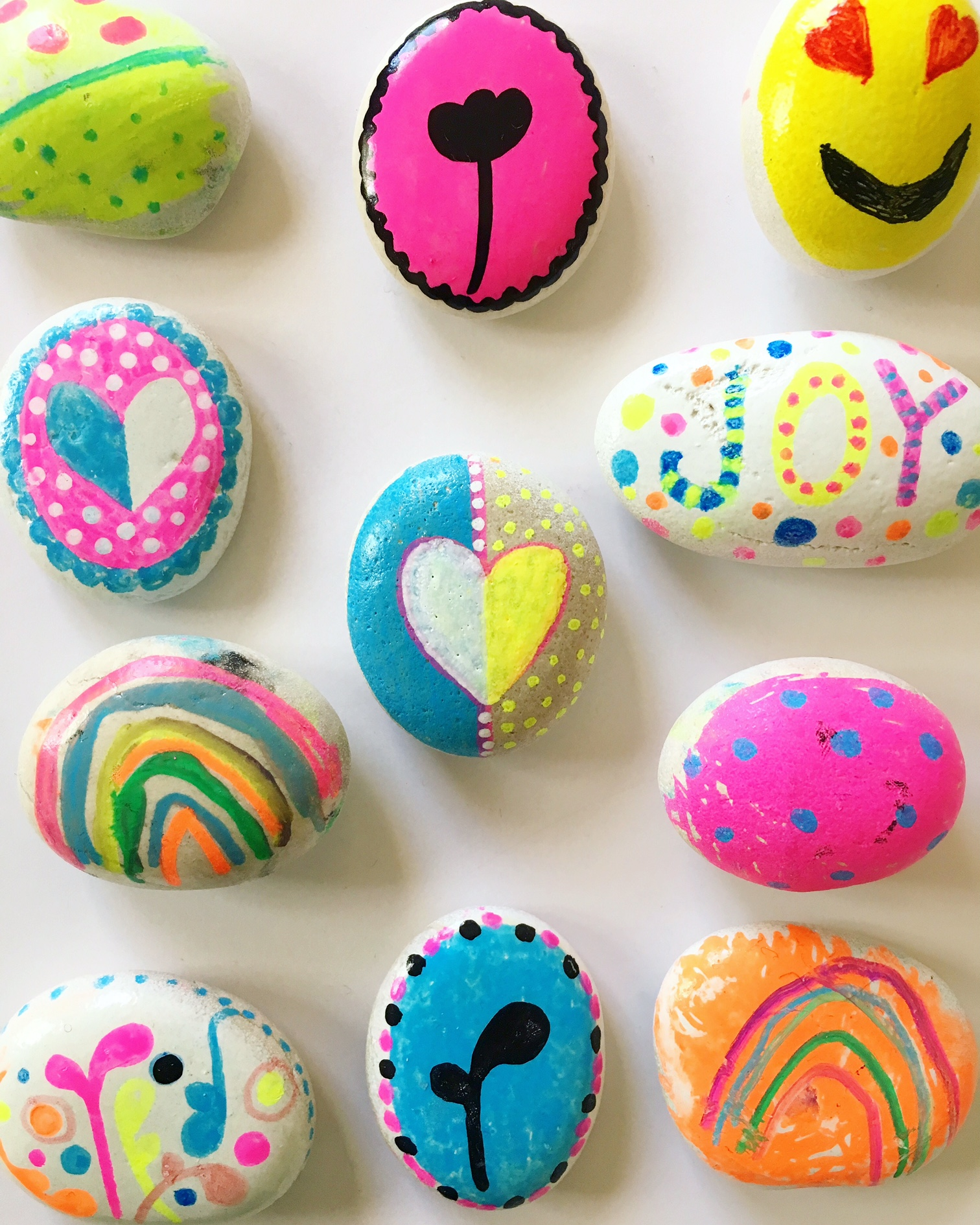 Painted rocks – kindness rock painting ideas for kid, more on the blog.