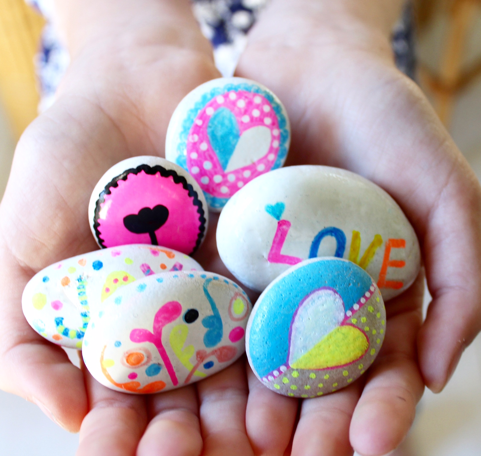 painted rocks | kindness rocks for kids - more ideas on the blog. www.fourcheekymonkeys.com