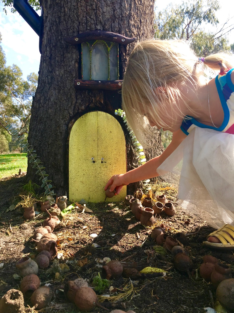 Fairy door ideas for kids | www.fourcheekymonkeys.com